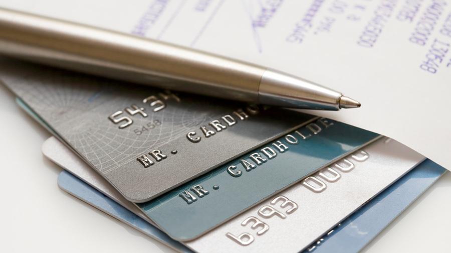 Почему держателям карт нужно быть осторожнее? Как автолюбители подпортили статистику? И где покупать драгоценности, не опасаясь подделок?