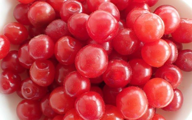 Ягоды войлочной вишни