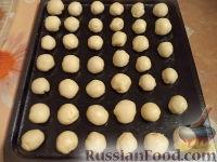 Фото приготовления рецепта: Шарики на кефире с ореховой начинкой - шаг №13