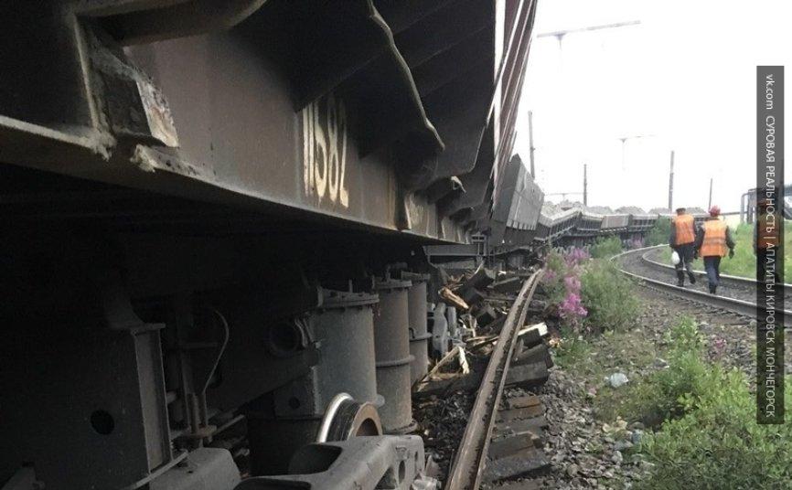 Семь вагонов грузового поезда сошли с рельсов в Куединском районе Пермского края