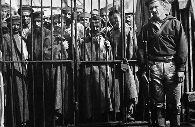 Заключенные на острове Сахалин, 1890 год. Фото: РИА Новости