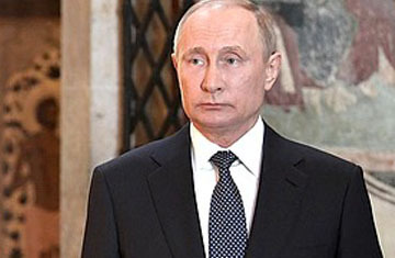 Блогеры обнаружили на лице Путина после инаугурации след от пластической операции