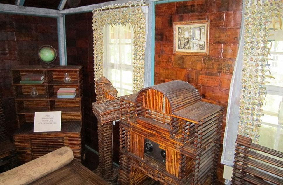 Дом, где все — из газет: и стены, и мебель, и даже занавески