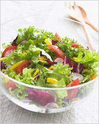 Витамин Е, токоферол, «витамин молодости», отвечает за функционирование мышечной системы, половых желез. Очень много этого витамина содержат следующие продукты: зеленые листья растений.