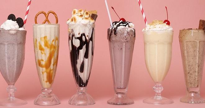 Молочный коктейль в блендере — рецепты с мороженым, клубникой, бананом, яблоком