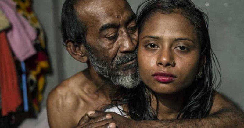 Жизнь, похожая на ад: как живут женщины в старейшем борделе Бангладеш