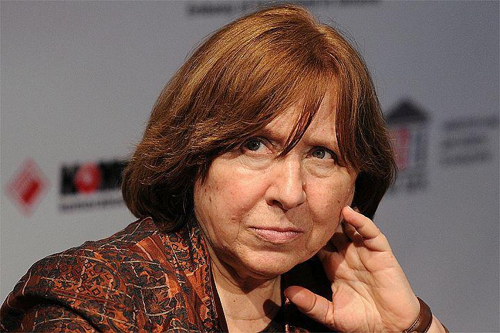 """Алексиевич рассказала, кто и зачем её """"похоронил"""""""