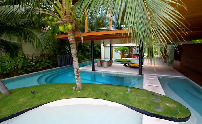 В этом доме все гости стремятся попасть в потаенное место, которое скрыто под бассейном