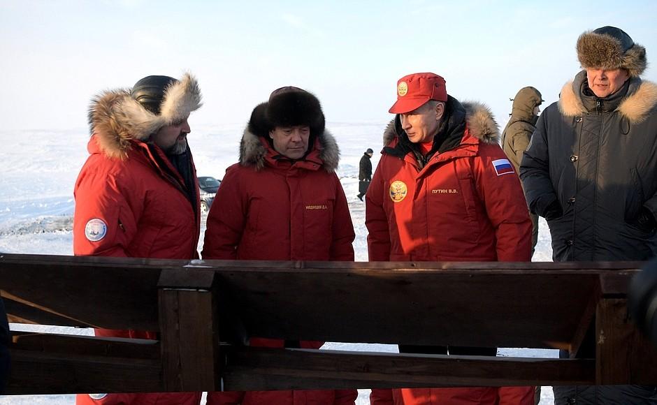 Медведев и Путин на Севере