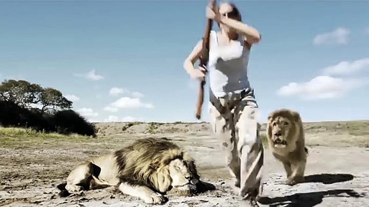 В интернете появилось видео, как товарищ убитого льва отомстил браконьерам