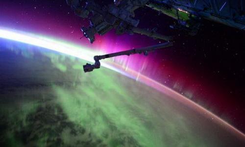 НЛО «атакует» МКС на расстоянии вытянутой руки