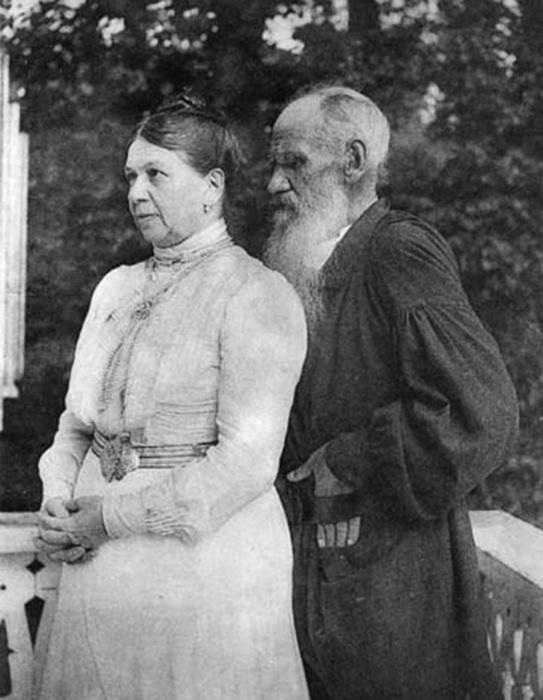Лев Толстой взвалил на жену ответственность за все стороны своей жизни и в то же время убеждал её, что она бесполезна