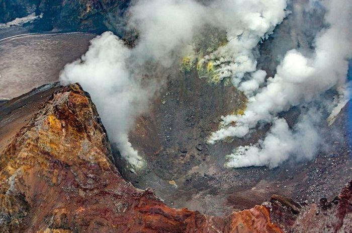 Вулкан Мутновский находится в восьмидесяти километрах от Петропавловска-Камчатского.