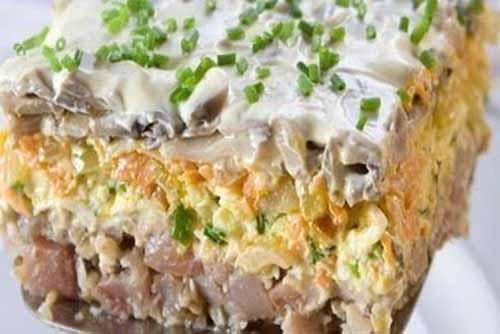 Слоеный салат с сельдью и шампиньонами