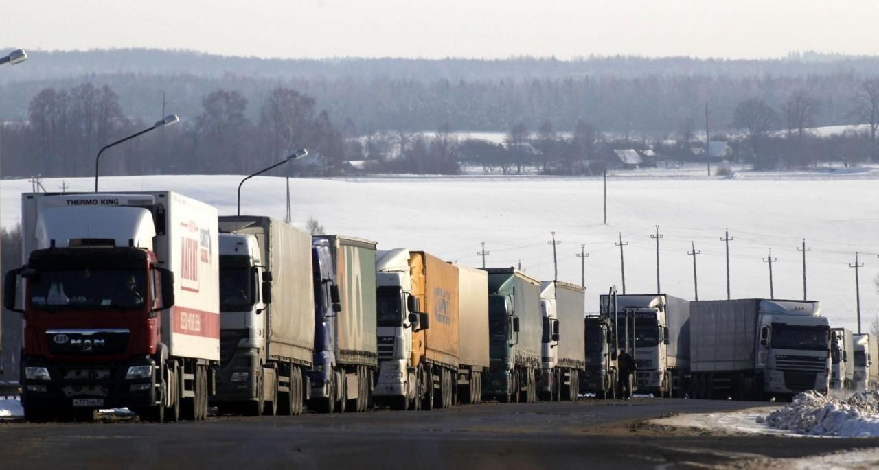 Около 100 грузовиков не могут въехать в Россию из Украины