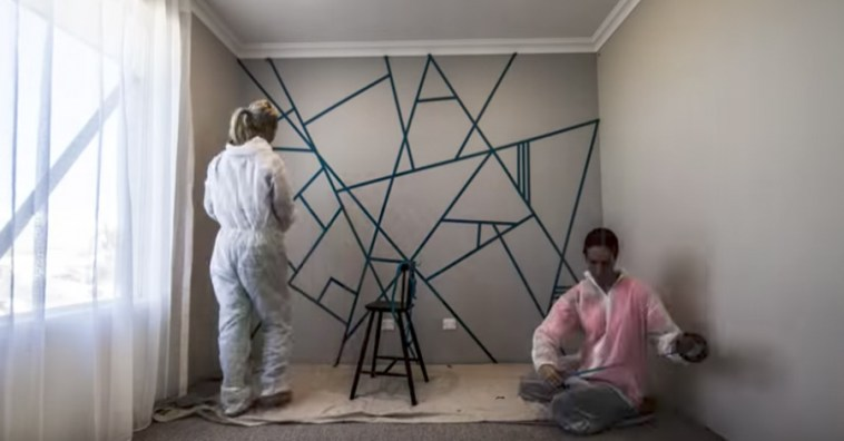 Хотите красиво украсить пустую стену в комнате? Эти две женщины из Австралии придумали простой способ сделать это
