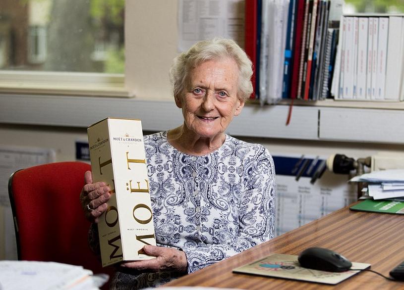 Англичанка 70 лет работает на одном месте и не планирует увольняться