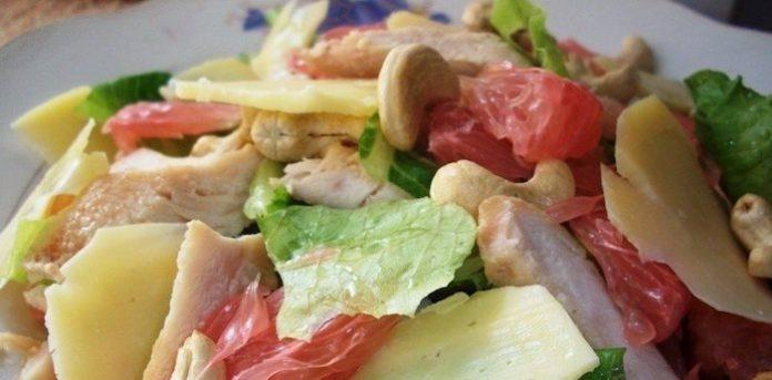Салат из куриной грудки и помело. Лучший вариант для выходного дня!