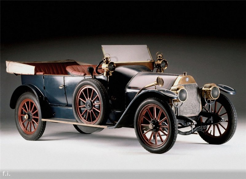 Первые автомобили известных марок.