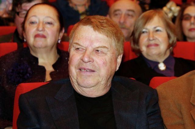 Состояние артиста Кокшенова улучшается - СМИ