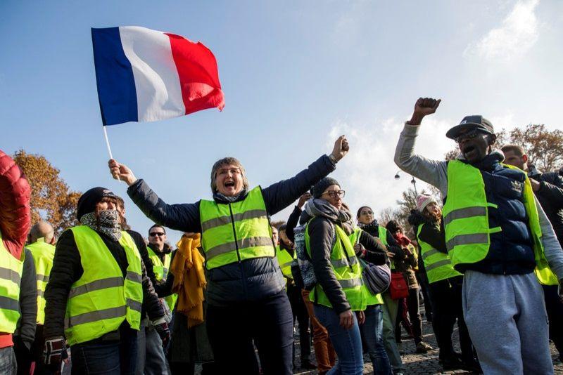 Исраэль Шамир. Народ Франции победил хищную власть – и подал пример всему миру