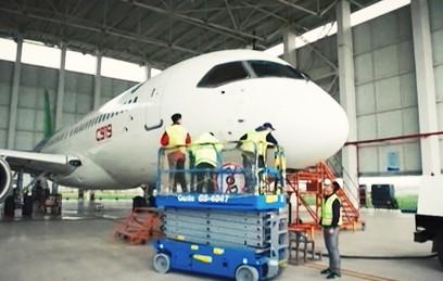 """Китайский """"убийца"""" Boeing и Airbus совершил первый полет. Видео"""