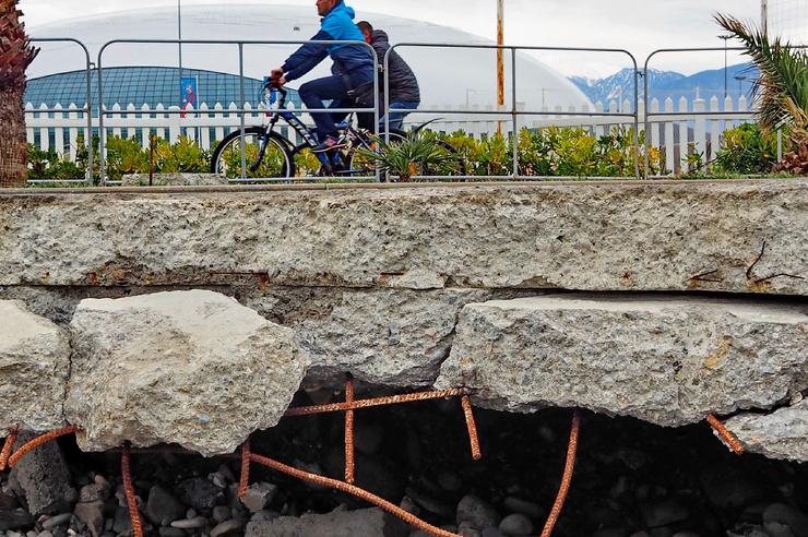 Как и почему исчезает пляж в сочинском Олимпийском парке