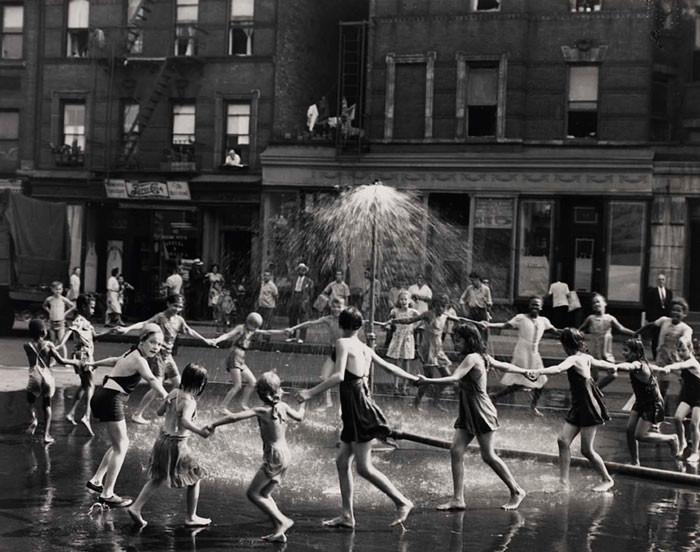 11. Танец на улице, Нью-Йорк, 1964 год детство, прошлое, фотография