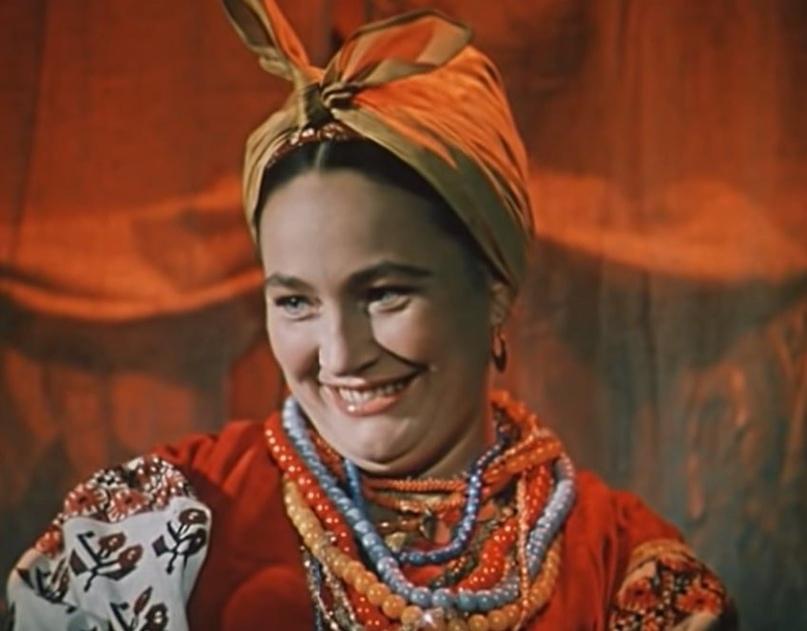 Как выглядела в юности несравненная Людмила Хитяева, и как расцветала ее пышная красота, изображение №2