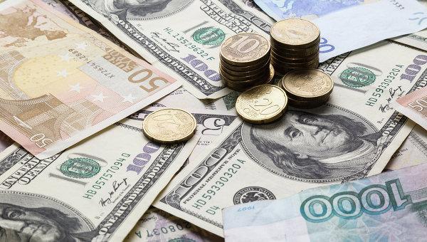 Рубль укрепляется к доллару …