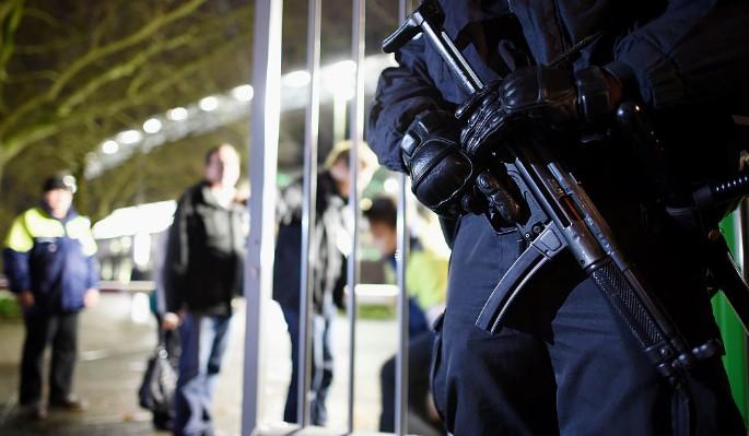 Охранник застрелил коллегу во время забавы с автоматом