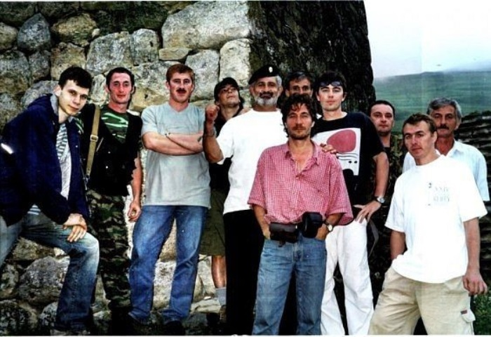 Съемочная группа фильма *Связной*. Северная Осетия, Кармадонское ущелье, 2002 | Фото: doseng.org