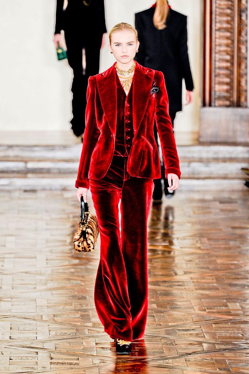 Модные тренды: роскошные бархатные образы