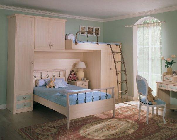 Можно расписать стены и потолок детской комнаты с использованием