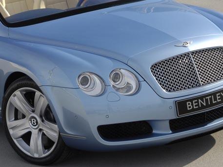 У пенсионерки угнали Bentley в Петербурге