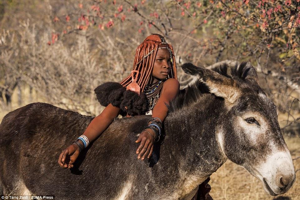 Невероятные прически красоток из племен Анголы