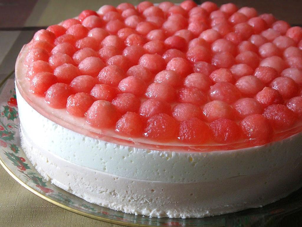 Арбузно-йогуртовый торт с творожным сыром