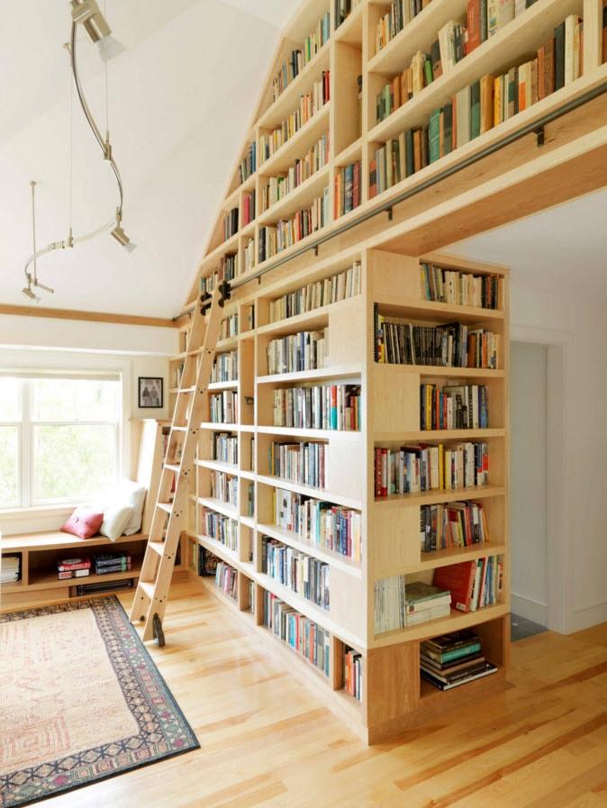 Огромный книжный шкаф
