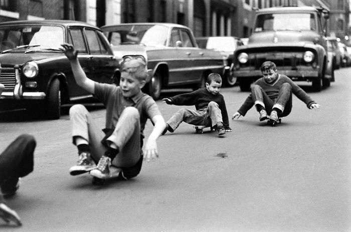 35. Мальчики на скейтбордах, Нью-Йорк, 1960-е детство, прошлое, фотография