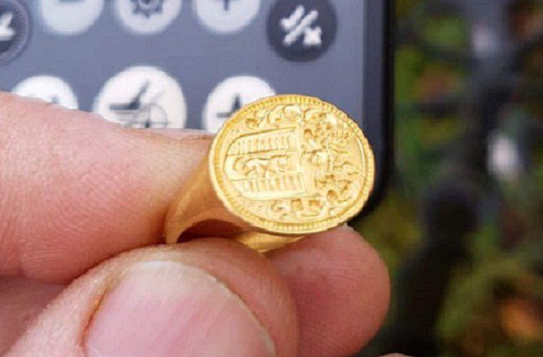 Охотница за сокровищами нашла редкое кольцо XVI века