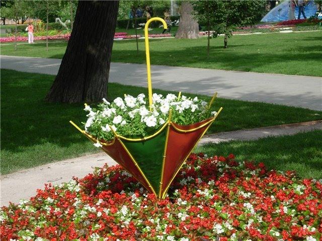Эти идеи вас приятно удивят: 5 примеров использования старого зонта на участке