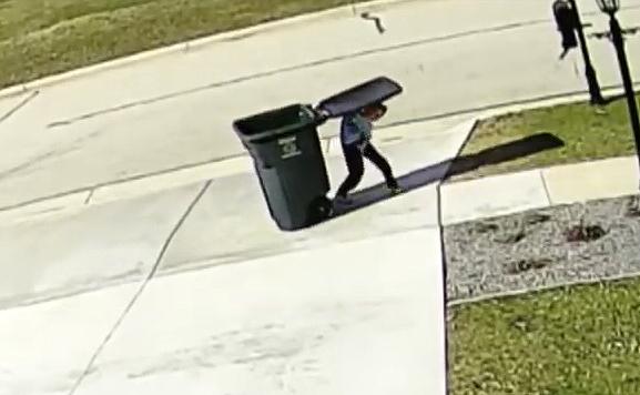 Как мальчик ходил мусор выбрасывать...