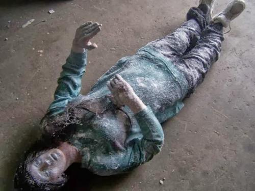 Ледяная женщина Природа иногда выходит за рамки нормального, но всего страшнее, когда это происходит с людьми. Было очень холодное утро в Ленгби, Миннесота, когда мужчина нашел свою 19-тилетнюю соседку, Джин Хилиард, лежащую в снегу. Все ее тело было заморожено.