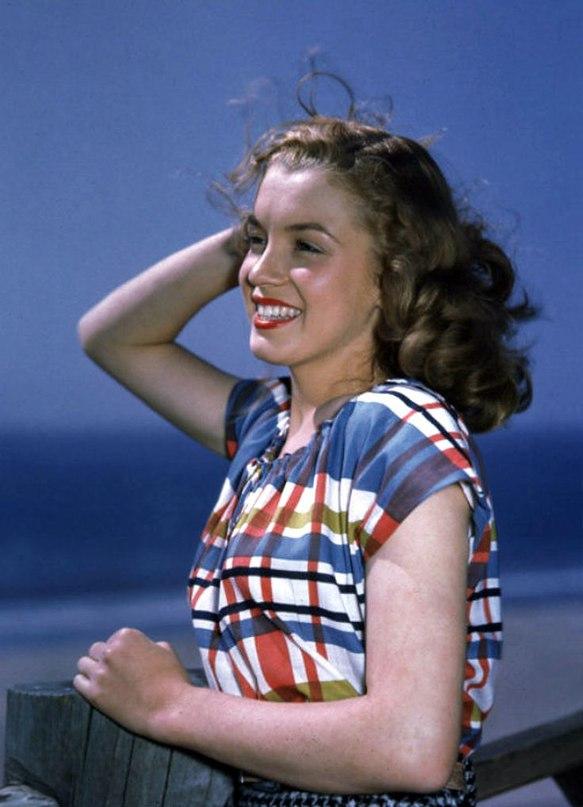 Норма Джин Бейкер, позже Мэрилин Монро, 1940-е