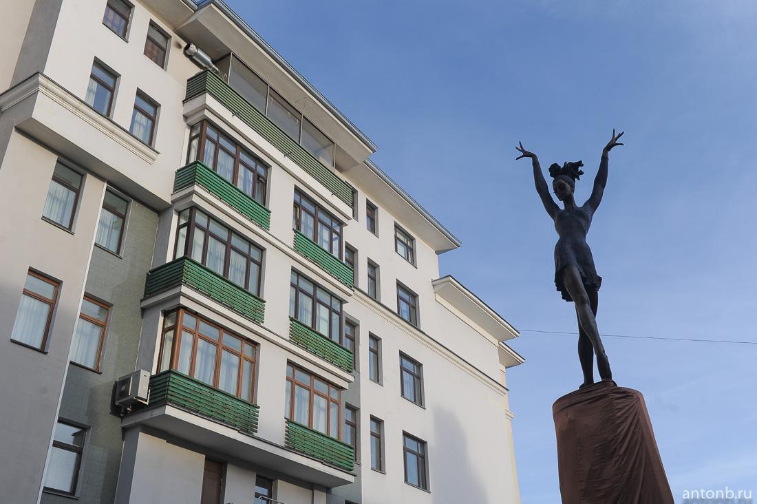 Еще один некрасивый памятник в Москве