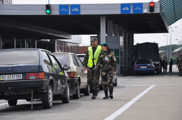Польша запретила въезд украинским боевикам