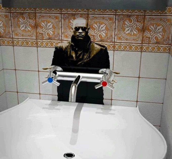 15 забавных актов вандализма, обнаруженных в общественных туалетах изображение 2