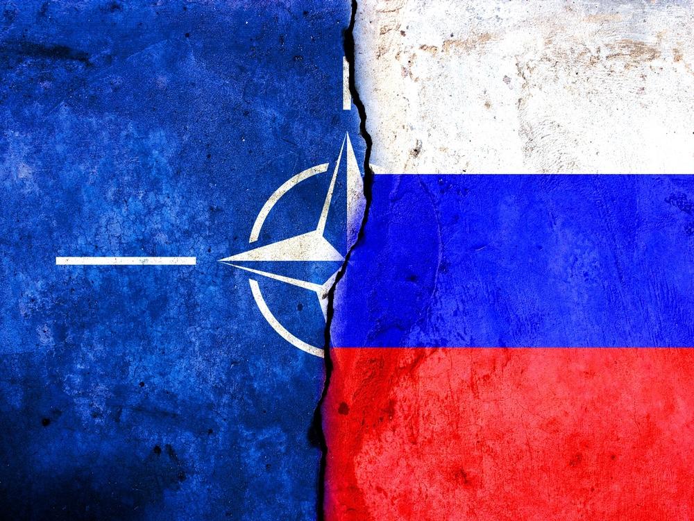 """Россия """"покидает"""" НАТО"""