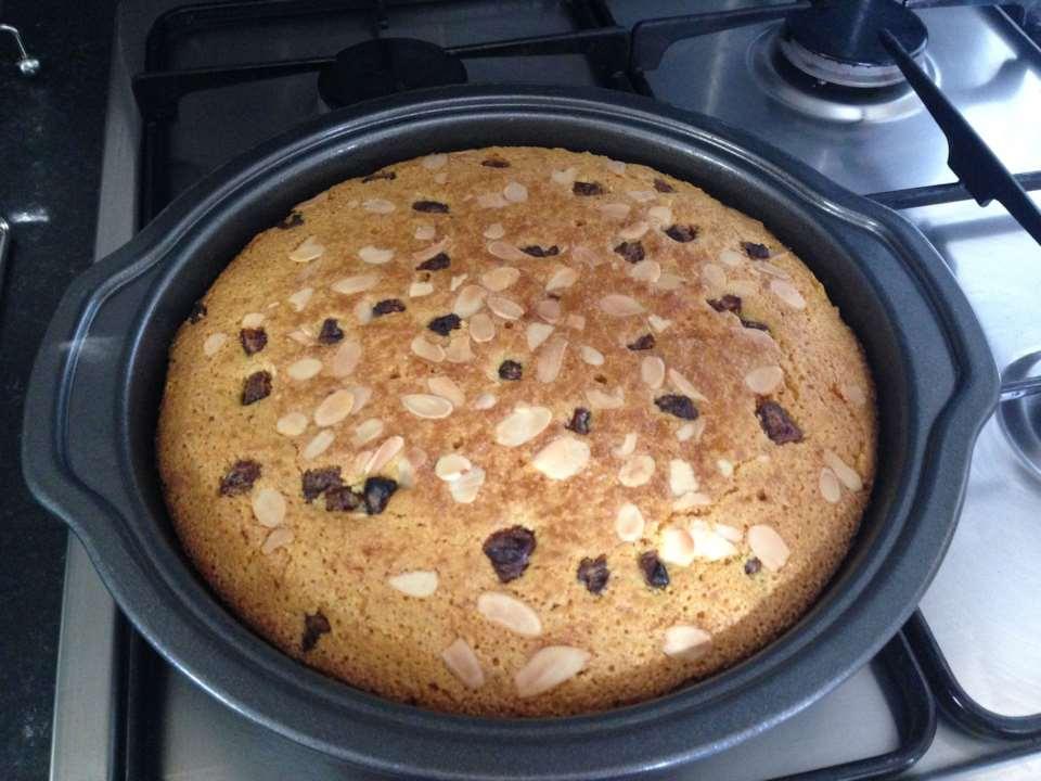 Ливанский пирог с куркумой и кедровыми орешками