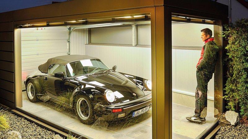Немец построил для своего Porsche прозрачный гараж